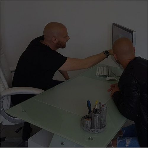 man and client having a scalp micropigmentation consultation